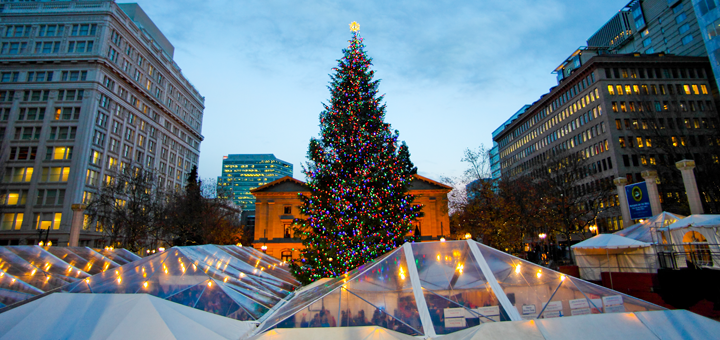The+Christmas+tree+at+Pioneer+Courthouse+Square.